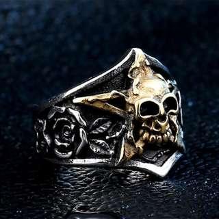 《 QBOX 》FASHION 飾品【RBR8-425】精緻搖滾龐克風五角星骷顱頭鑄造鈦鋼戒指/戒環