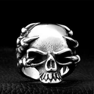 《 QBOX 》FASHION 飾品【RBR8-049】精緻龐克風爪子骷顱頭鑄造鈦鋼戒指/戒環