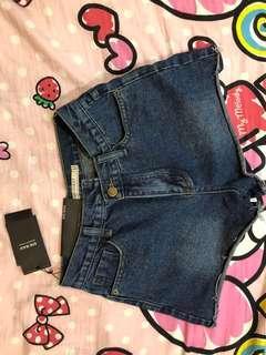 [全新]深藍色牛仔短褲 M 便宜賣