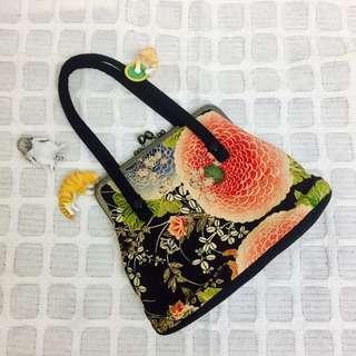 🚚 🎌日本京都🎌鞠小路工房和風復古梯形手提包🌺特殊旋鈕設計🎐手提袋👛外出袋👛手拿包👛小提包👛小提袋👛
