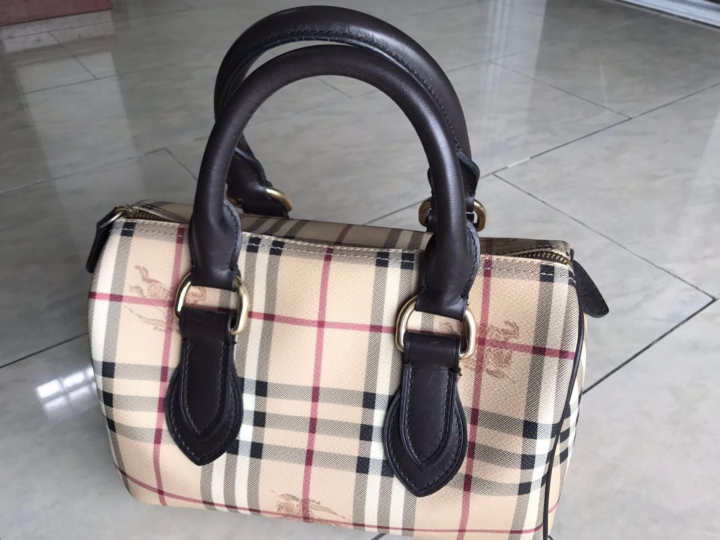 304f0aeafd2 (Authentic) Burberry Boston Bag, Luxury, Bags & Wallets, Handbags on  Carousell