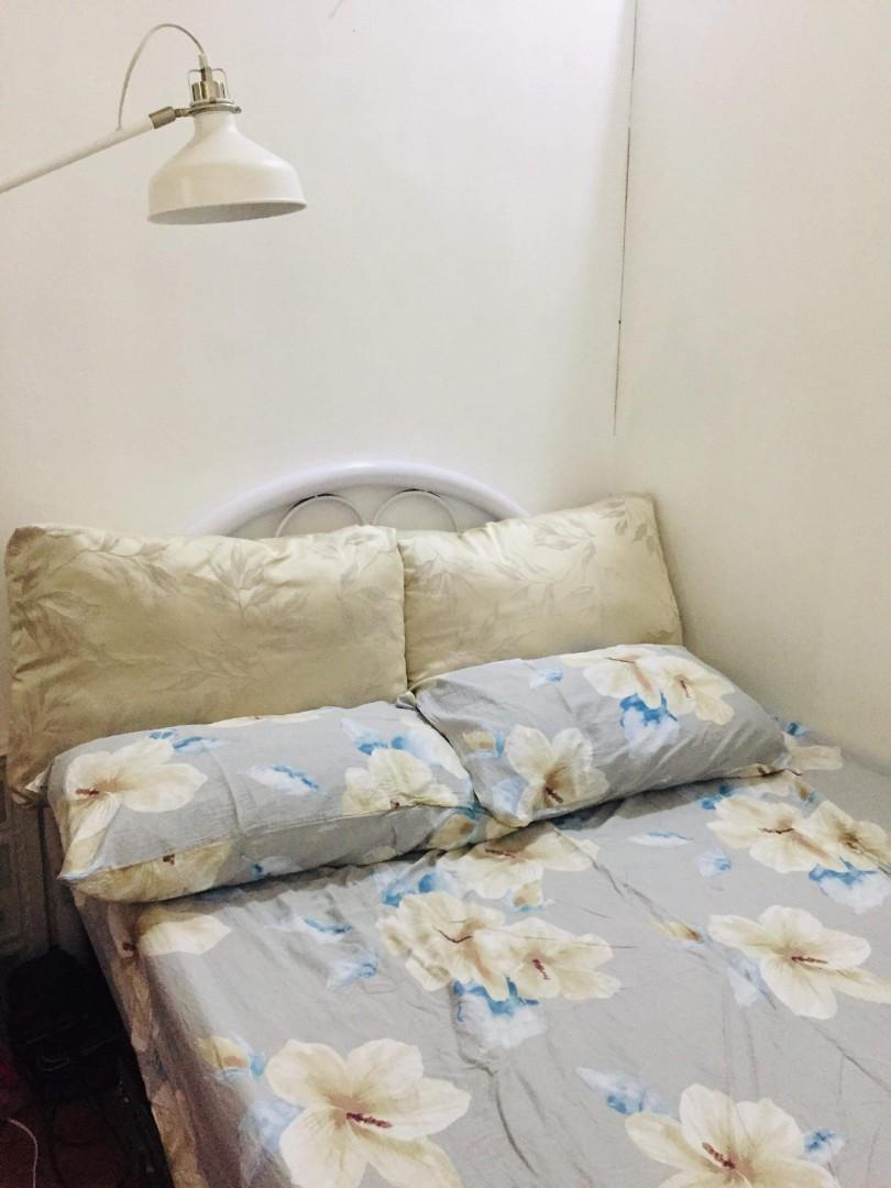 Bed Frame W Mattress And Dining Set