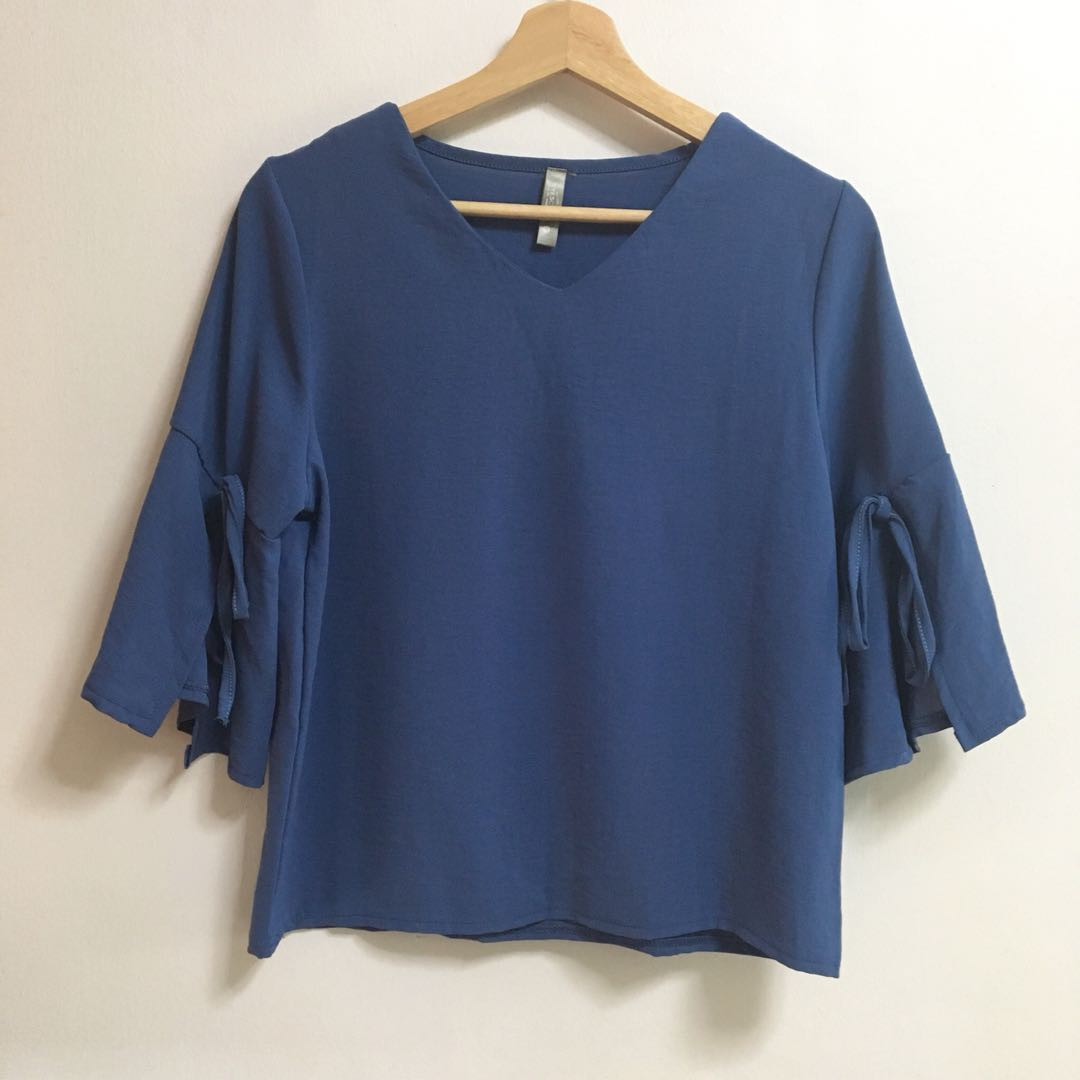 Flutter Bell Sleeves Periwinkle Blue V Neck 3/4 Blouse Flowy Top FREE NM