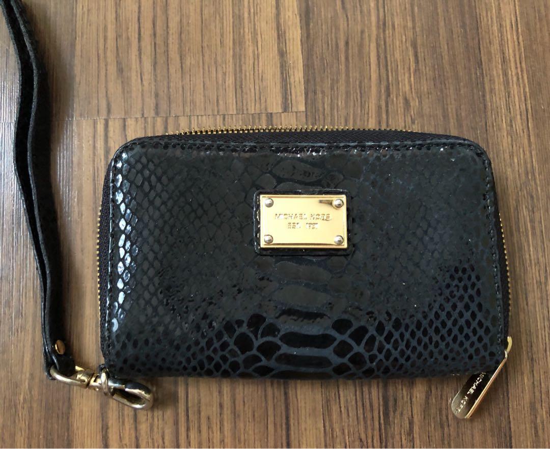 7a5daa8bed6b27 Michael Kors small wallet, Women's Fashion, Bags & Wallets, Wallets ...
