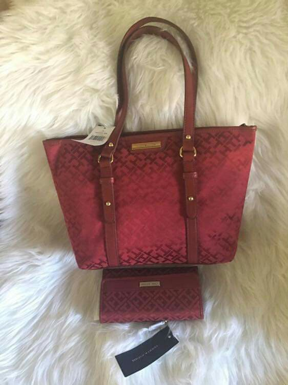 ae4285c2e580 TOMMY HILFIGER RED BAG