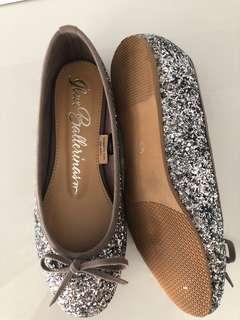 Must go wkday shoe no 2