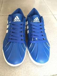🚚 Adidas鞋子、26.5CM
