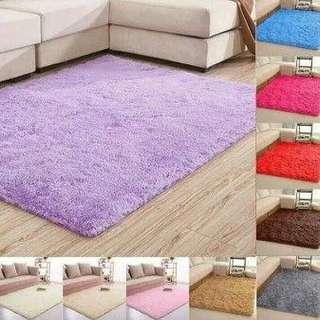 Karpet bulu lembut warna putih