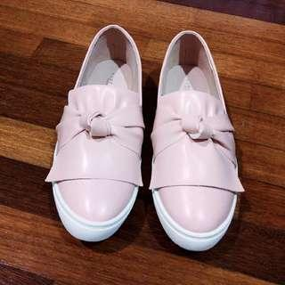 🆕 Vincci pink bow loafers