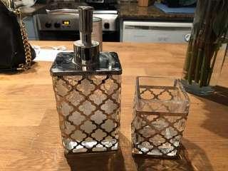 Winners bathroom accessories set