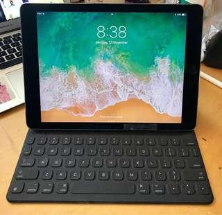 iPad Pro 9.7 inch 1st gen 32GB wifi + cellular (unlocked) space grey with smart folio keyboard and charger apple