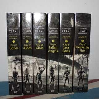 [English Book] The Mortal Instruments, the Complete Collection(City of Bones/ City of Ashes/ City of Glass/ City of Fallen Angels/ City of Lost Souls/ City of Heavenly Fire) - Paperback by Cassandra Clare (Tidak dijual terpisah)