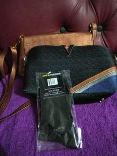BUNDLING SALE!! Paket 2 tas dan bonus kaus kaki hitam baru.