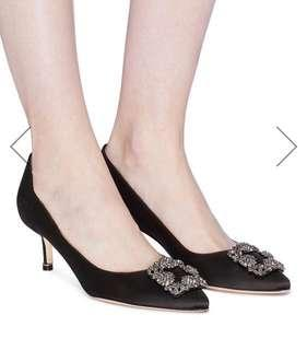 全新Manolo Blahnik 'Hangisi 50' Swarovski Crystal brooch satin pumps 灰鑽 黑高跟鞋