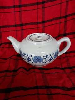 New pircelain teapot offer at 10 only, 8 inches wide x 4 inches high good for Chinese tea serving..