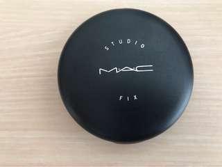 Bedak padat MAC Studio Fix (Compact Powder)