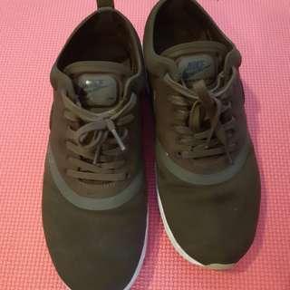 Original Nike Thea Shoes (army green)