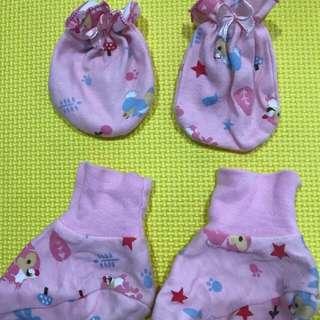 Kaos kaki & tangan bayi