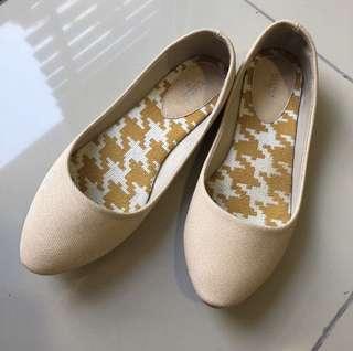 Nichii flat shoes PRICE REDUCE