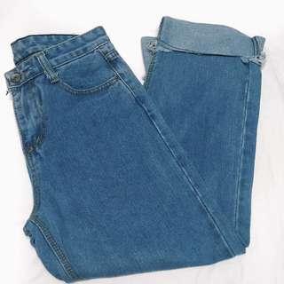 Mom jeans like loose bottom denim pants