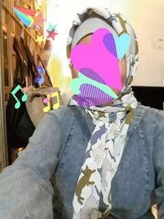 Preloved Cat Hijab (segiempat)