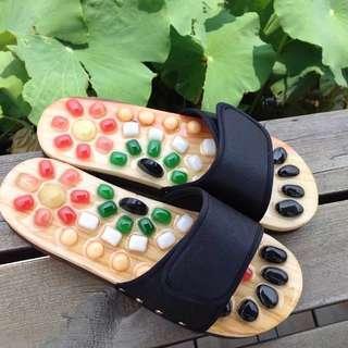 按摩木拖鞋踩石春 massage shoes slippers flip flops. 健康