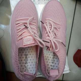 Sepatu gaul/ olahraga ( BARU)