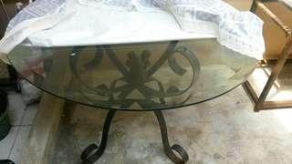 Meja makan kaca bulat kaki besi kuat