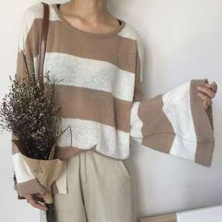 🚚 韓 溫柔駝色系慵懶風寬條紋圓領喇叭袖針織衫
