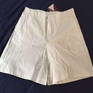 白色休閒褲