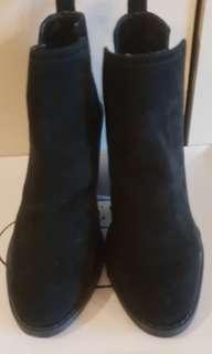 Steve Madden 黑色麂皮靴