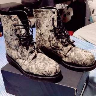 25b5bf535 Dr Martens White Black Rose   Skull Boots