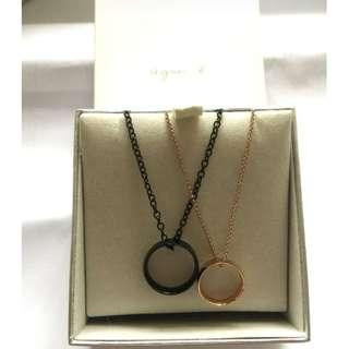 New Agnes b ring couple necklace set in box