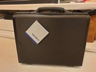 """Samsonite Focus III 6"""" Attache Brief Case Hard Case Secure Case Samsonite 6"""" 6 Inch Attache Hardcase Hard Black Case Brief case Briefcase with faulty lock"""