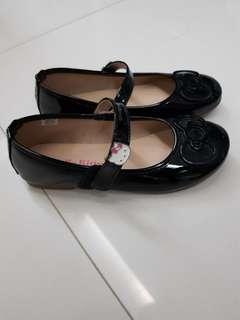 Girl's shoes