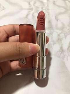 Essence lipstick shade matt 01