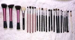 Assorted Makeup Brush Set. Total 24 makeup brushes