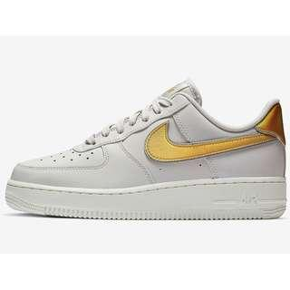 Authentic NIKE AIR FORCE 1 '07 METALLIC W GOLD WHITE
