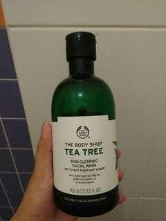 The body shop tea tree skin clearing facial wash (400 ML)