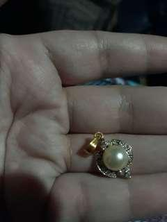 14k  gold pendant with pearl and diamonds