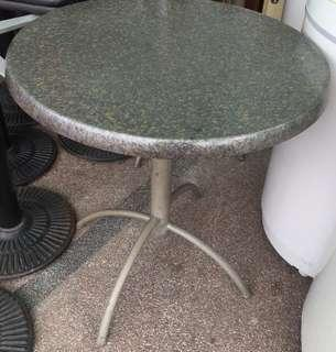 Round Table ( metal top) Diameter 27 inches.