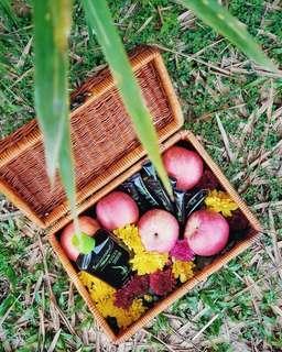 RENT: Small Vintage Picnic Basket