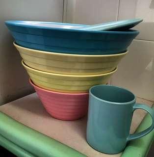 全新 大型套裝膠碗碟