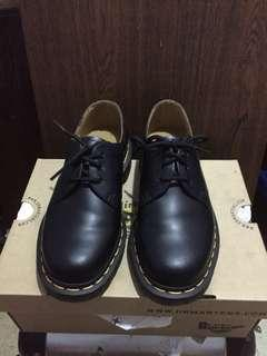 Dr. Martens black smooth dove shoes