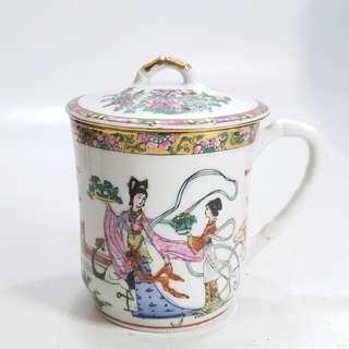 舊工  廣彩执耳有蓋茶杯