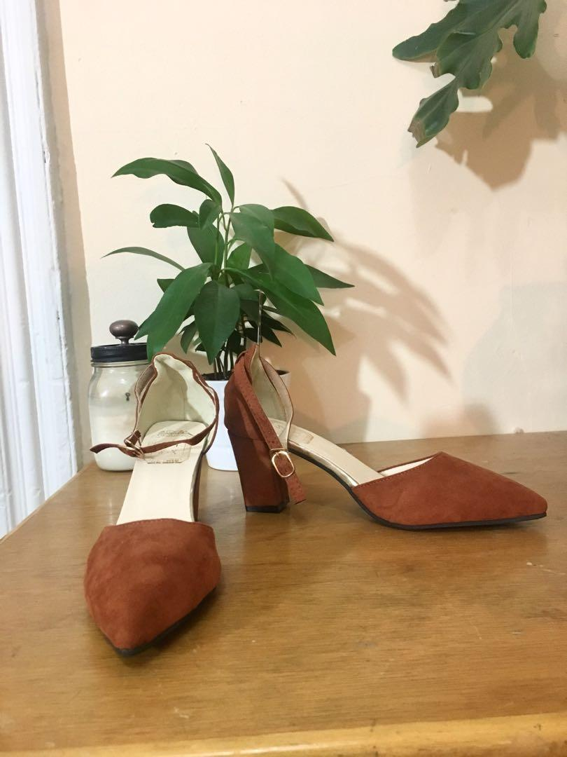 Brown faux suede point toe heels - Size 38