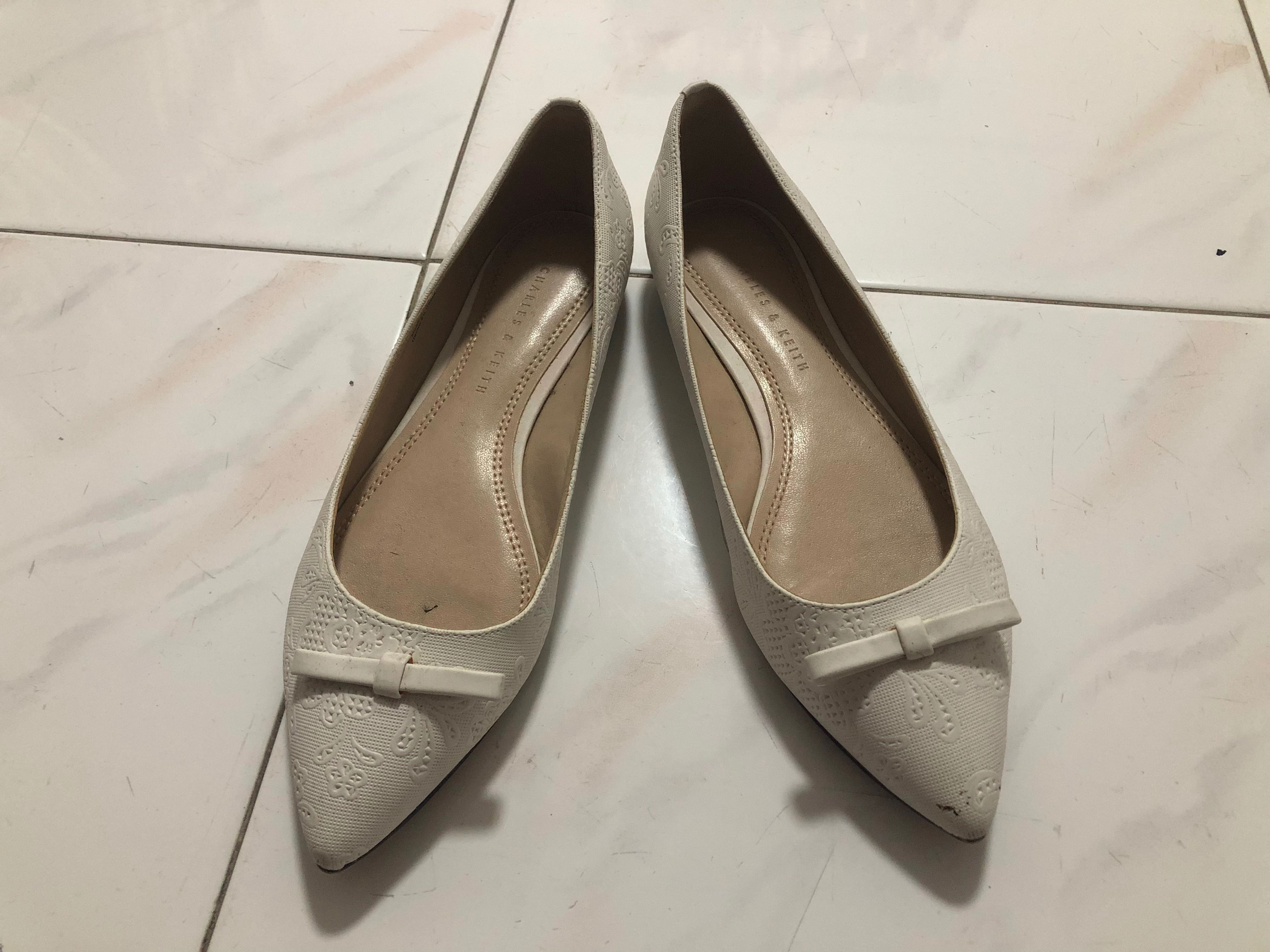 da974ff98fcc CHARLES   KEITH shoes  pumps  flats in white