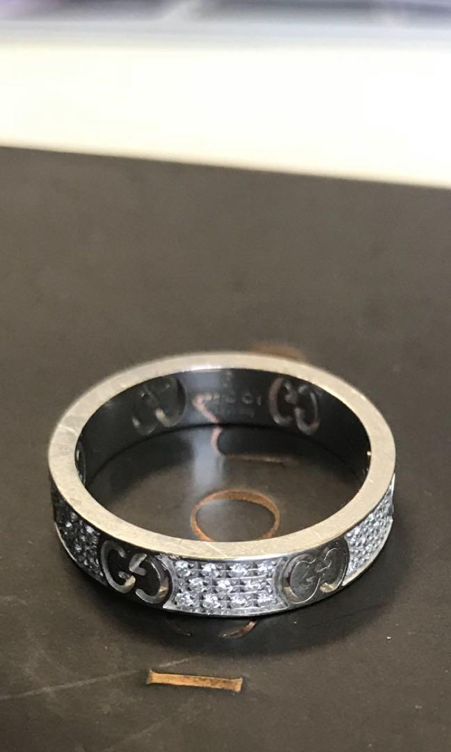 Gucci white gold and diamond ring