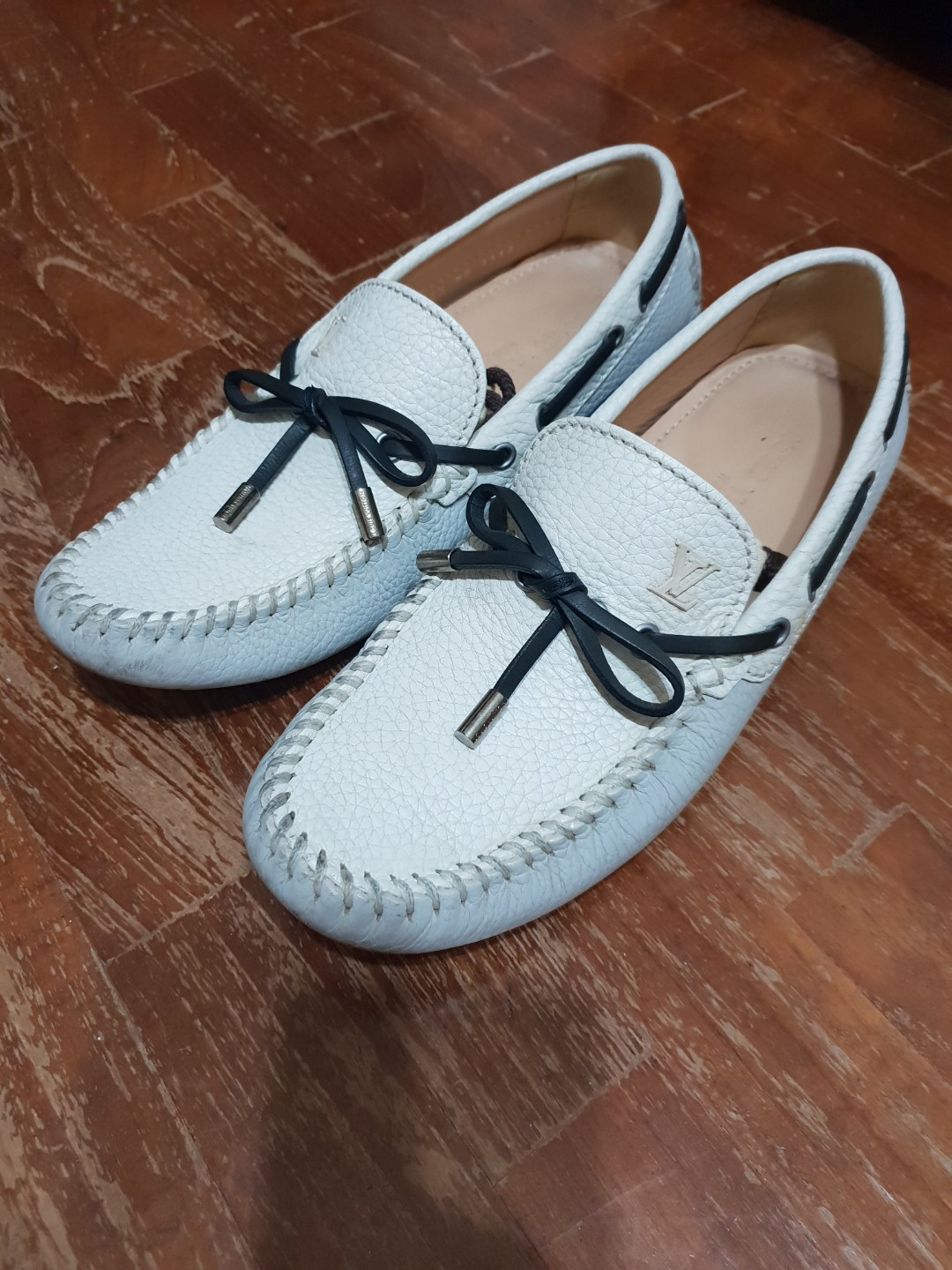 859aca08e6a7 Louis Vuitton White Arizona Loafers
