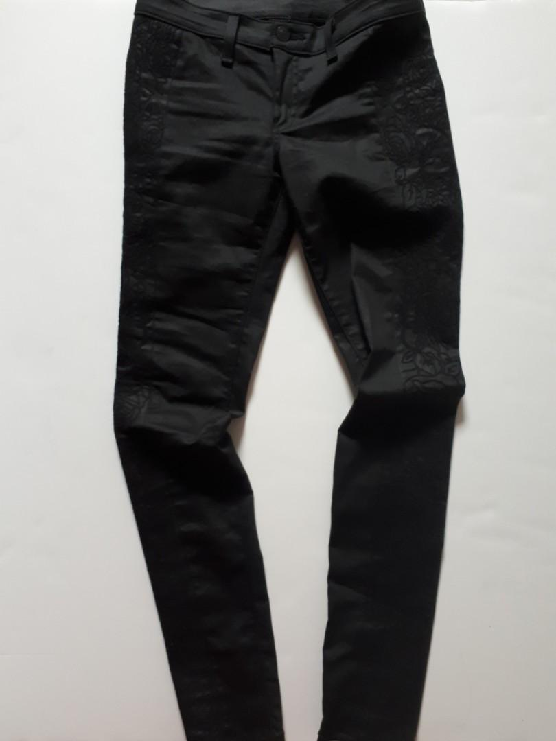 Rag & Bone Intermix exclusive / Floral Embroidery, size 26 jeans